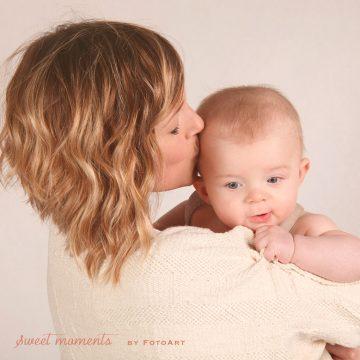 Come calmare un bimbo che piange il bacio della mamma - FotoArt Lucca